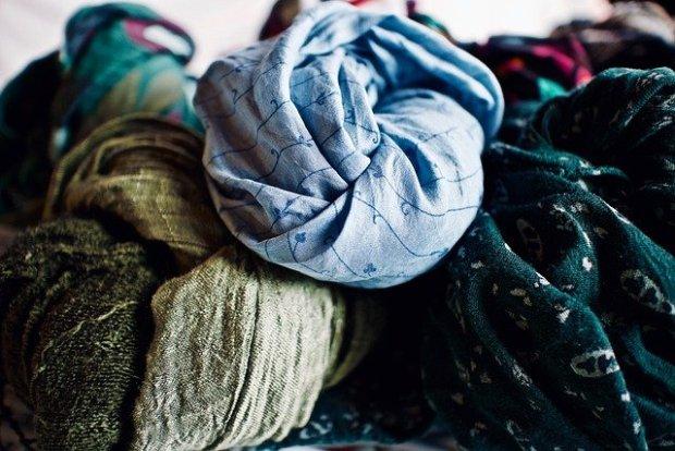 scarves-4998428_640