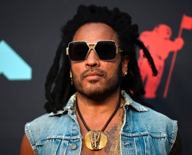 Lenny Kravitz arrives for the 2019 MTV Video Music Awards