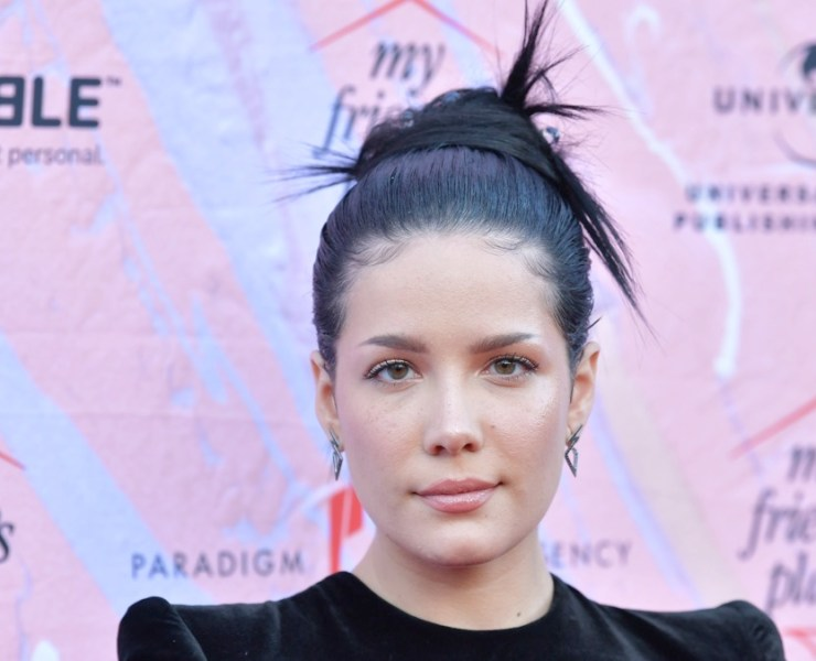 """Halsey """"Ending Youth Homelessness: A Benefit For My Friend's Place"""" Gala - Arrivals"""