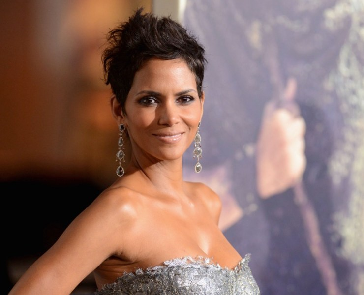 "Halle Berry Premiere Of Warner Bros. Pictures' ""Cloud Atlas"" - Arrivals"