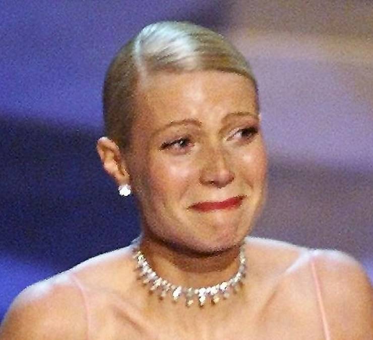 Gwyenth Paltrow cries as she receives the Oscar fo