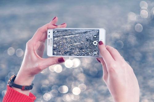 Fotograferen met je mobiel - twee handen vasthouden-2