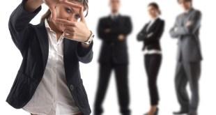 Junge attraktive Businessfrau im Fokus/Recrutainment