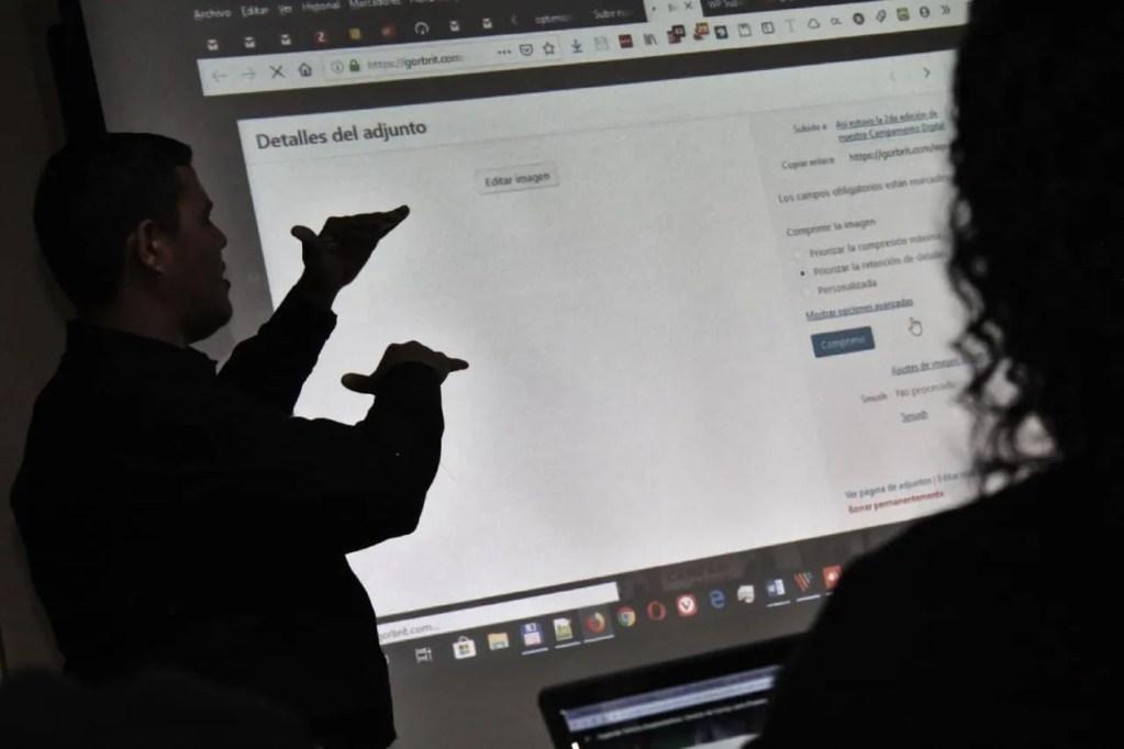 social media sin censura roosevelt gordones