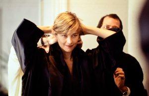 Charlotte Rampling nella sartoria Gattinoni prova gli abiti per Rebus di Massimo Guglielmi