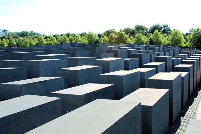 Yolocaust, Austerlitz & Uploading Holocaust: Dark Tourism Goes Public