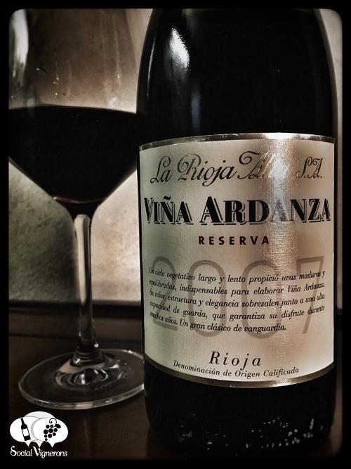 2007 La Rioja Alta Vina Ardanza bottle wine glass front label bodega Social Vignerons small