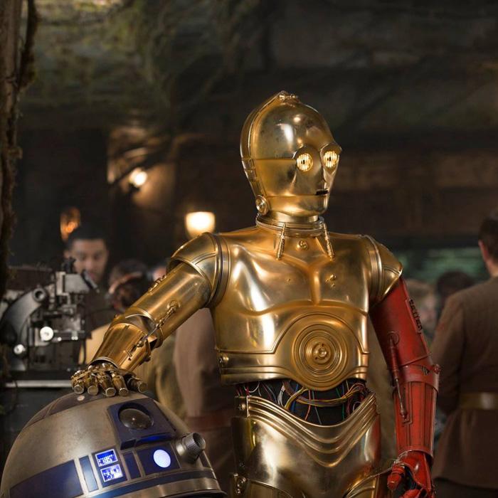 Revelado como C-3PO conseguiu o braço vermelho de 'O Despertar da Força'!
