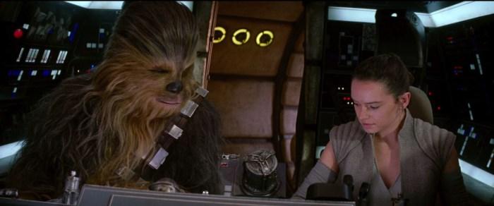 Chewbacca defende Rey em uma cena extra de O Despertar da Força