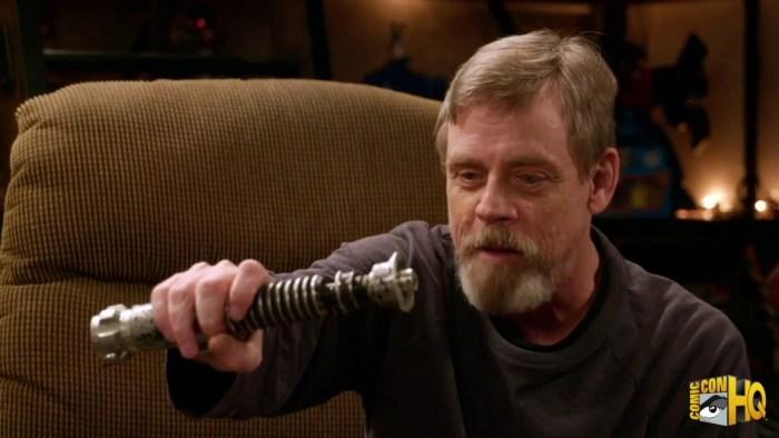 Os Últimos Jedi | Mark Hamill é questionado se Luke tem um sabre de luz no filme