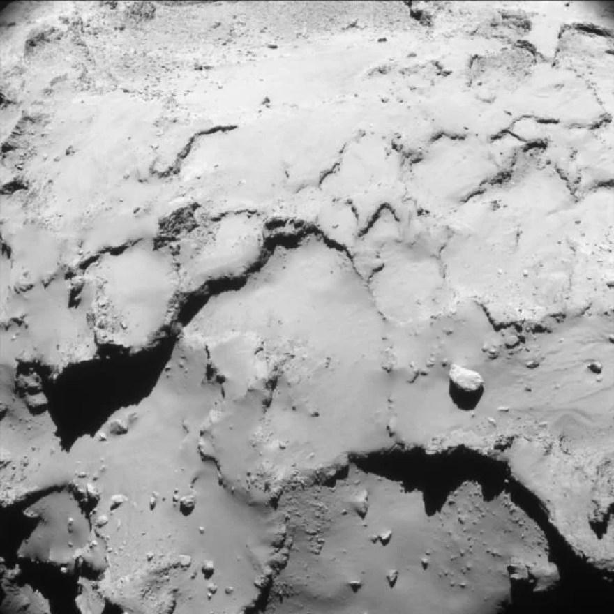 Rosetta a 18,7 km da superfície do cometa 67P. Crédito: ESA/Rosetta