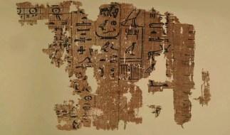Parte do papiro que detalha a construção da Grande Pirâmide de Gizé. (Egyptian Ministry of Antiquities)