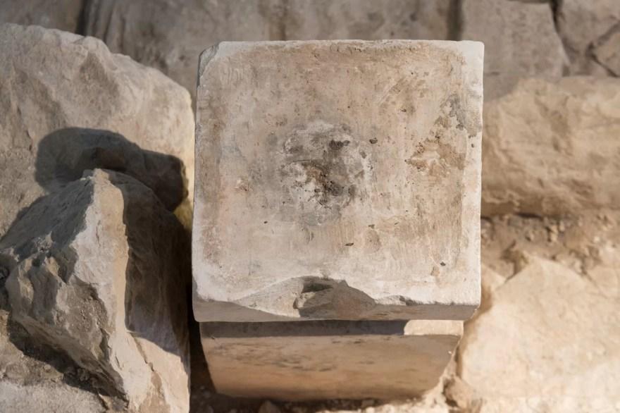 Altar menor encontrado em templo da era bíblica