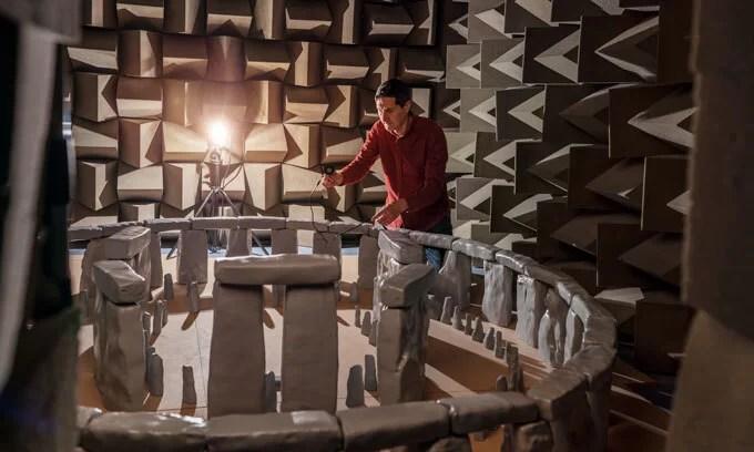 Stonehenge em uma camara de som