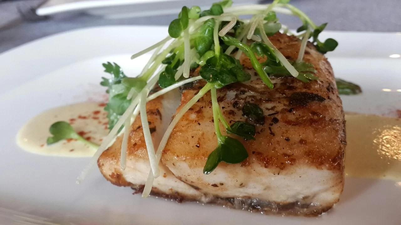 pixabay, https://pixabay.com/pt/photos/peixe-frito-alacart-o-prato-3089420/
