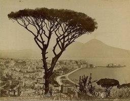 771px-Mauri,_Achille_(fl.1860-1895)_-_85_-_Napoli_dalla_Tomba_di_Virgilio