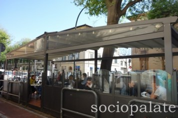 Badianis-outdoor-area-florences-favorite-gelateria