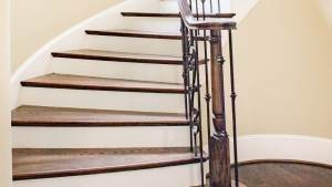 Treppe mit Sockelleisten