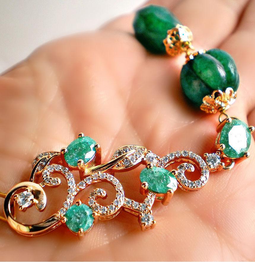 Decorazioni con smeraldo.