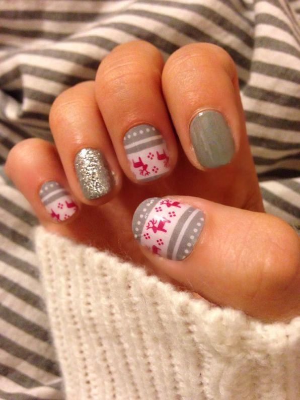 blogmas 2015, day 10, festive christmas nail art, gray and red, snowflakes, reindeer, stars, inspiration, goals, artsy, tumblr, pinterest, aesthetics
