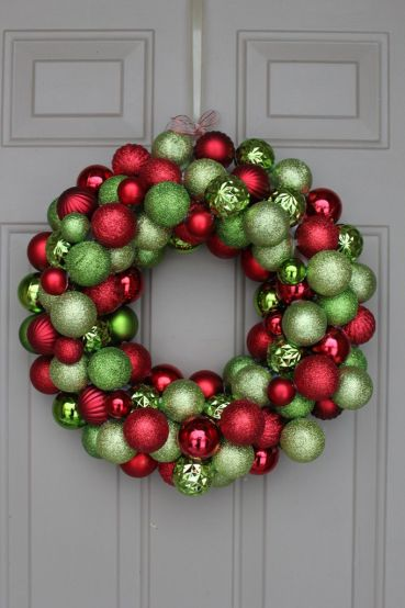 blogmas 2015, day 13, red and green appreciation post, christmas colours, baubles, the wreath, tree ornaments, festive, artsy, tumblr, pinterest