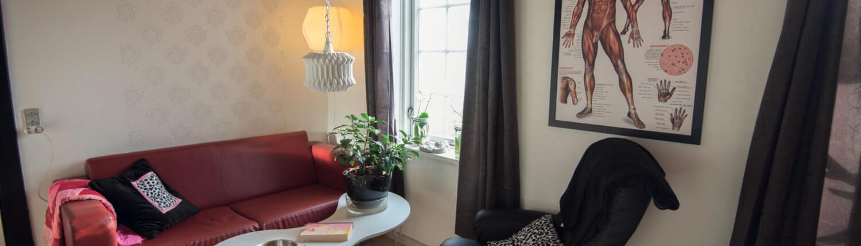 Lokalet på Søgården med sofa og stol