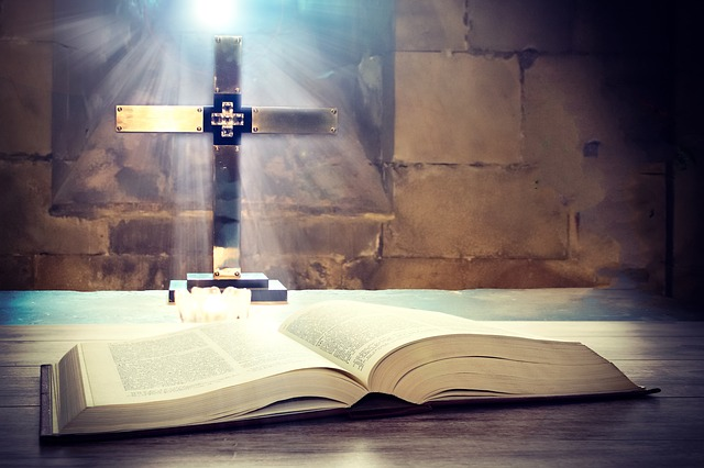 Tedeum Bible crucifix