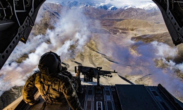 CH-47F Crew Chief over Afghanistan (photo USAF Tech Sgt Gregory Brook, March 15, 2018).
