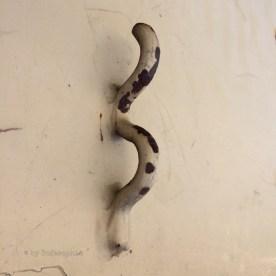 Loch Ness-Wurm aus Metall, nach oben kriechend