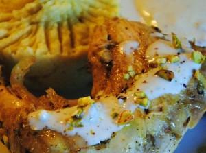 Κοτόπουλο ψητό με σάλτσα από blue cheece και πουρές γλυκοπατάτας με κοπανιστή Τήνου και φυστικοβούτυρο!