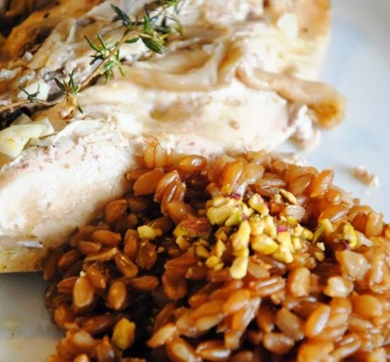 Κοτόπουλο με θυμάρι και πανδαισία μανιταριών σε στάρι ζέας!