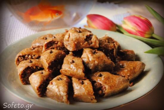 Οι παραδοσιακοί σιροπιαστοί Σαμουσάδες της προγιαγιάς μου, ολικής αλέσεως με μέλι!