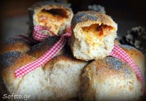 Αφράτα και απολαυστικά γεμιστά ψωμάκια ολικής αλέσεως !