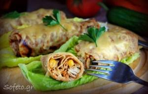 Κρέπες με αλεύρι ζέας ολικής αλέσεως , γεμισμένες με κοτόπουλο , λαχανικά και φέτα.