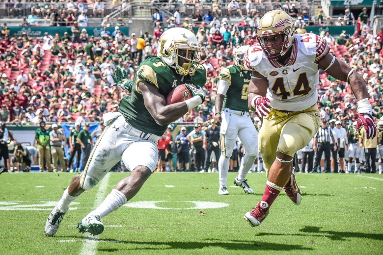 FSU vs USF 2016 76 - Marlon Mack with Demarcus Walker in hot pursuit by Dennis Akers | SoFloBulls.com (3472X2315)