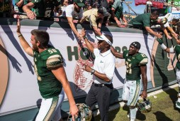 117 USF vs ECU 2016 - USF Coach Willie Taggart S Khalid McGee and LS Dylan Rutledge (6016x4016)