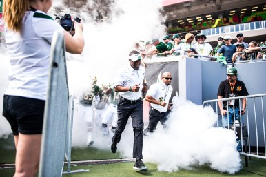23 USF vs ECU 2016 - USF QB Head Coach Willie Taggart exiting the tunnel (6016x4016)