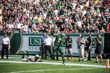 15 - USF vs. UCF 2016 - USF RB Marlon Mack tip toes in for the TD by Dennis Akers | SoFloBulls.com (5728x3824)
