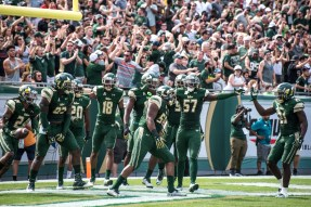 22 - USF vs. UCF 2016 - USF LB Juwuan Brown celebrates 22 yard TD with Nigel Harris Jaymon Thomas Daniel Awoleke by Dennis Akers | SoFloBulls.com (6016x4016)