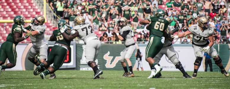 49 - USF vs. UCF 2016 - USF DT Bruce Hector by Dennis Akers | SoFloBulls.com (5809x2246)