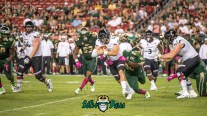 144 - USF vs Cinci 2017 - USF LB Danny Thomas Kelvin Pinkney (5246x2951)