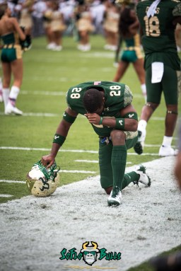 3 - USF vs. Houston 2017 - USF RB Trevon Sands by Dennis Akers | SoFloBulls.com (4016x6016)
