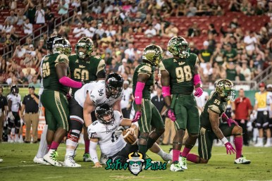 88 - Cincinnati vs. USF 2017 - USF DE Mike Love by Dennis Akers | SoFloBulls.com (3929x2623)