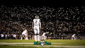 99 - USF vs. UCF 2017 - USF RB D'Ernest Johnson Crowd Lit Up Background Image by Dennis Akers | SoFloBulls.com (5738x3228)