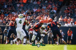 15 - USF vs. Illinois 2018 - USF DE Greg Reaves Kirk Livingstone by Dennis Akers   SoFloBulls.com (4134x2760)