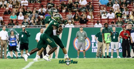 50A - USF vs. ECU 2018 - USF RB Jordan Cronkrite by Will Turner | SoFloBulls.com (4558x2371)