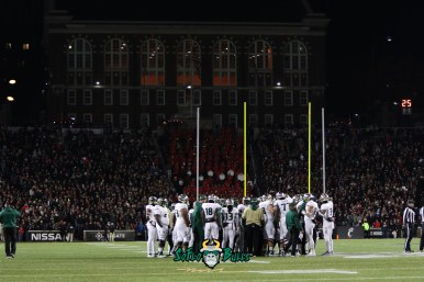 51 – USF vs. Cincinnati 2018 – USF Team on field at Nippert Stadium by Will Turner – SoFloBulls.com – 0H8A1090