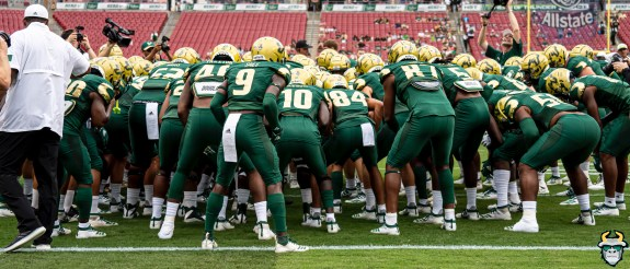 13 - USF vs S.C. State 2019 - Team by David GoldDRG09284