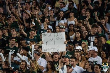 53 – Wisconsin vs USF 2019 – USF Student Sign Number of Publix On Campus by David Gold – DRG05431