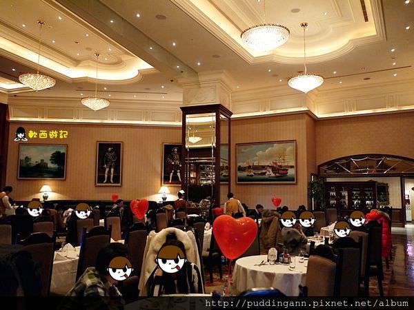 [食記]台北信義區 Lawry's勞瑞斯牛肋排餐廳 高級現切牛肋排 精緻桌邊服務 西式排餐 情人節/尾牙/慶生浪漫首選 *WIFI 附菜單 有包廂* 台北情人節餐廳推薦